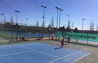 Escuela de tenis y p del de la universidad europea en for Gimnasio villaviciosa de odon